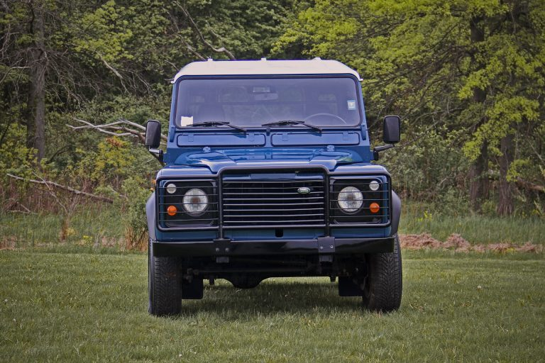 2B-004-Land-Rover-Defender-D90-308689