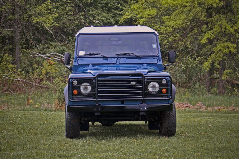 2B-004-Land-Rover-Defender-D90-308689